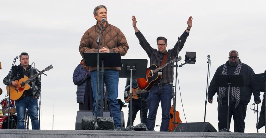 10811-tennessee-governor-grace-chapel-facebook